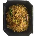Noodles salteados con Pato Asado - Bandeja de 500 gr. Tallarines de trigo con pato asado, zanahoria, pimiento verde, shitake, col china y puerros.
